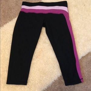Lululemon black/striped workout capris size 10